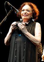 Bibi Ferreira é homenageada em noite de festa para o Teatro