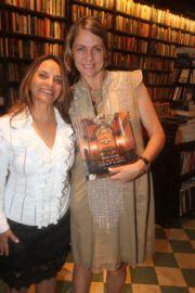 Maria Araujo em noite de autógrafo