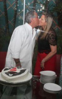Leleco Barbosa recebe amigos para comemorar aniversário