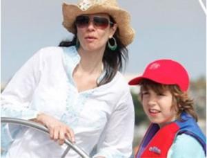 Filho de Luciana Gimenez segue os passos da mãe