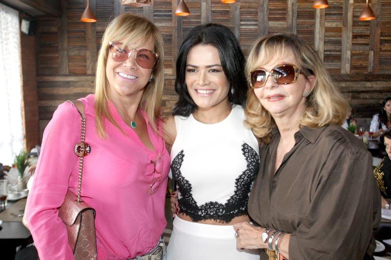 Rosa Leal comemora aniversário com show de Dado Dolabella