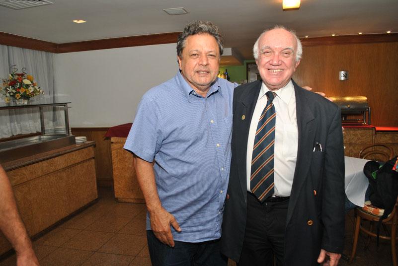 Aloysito Teixeira homenageia funcionário mais antigo