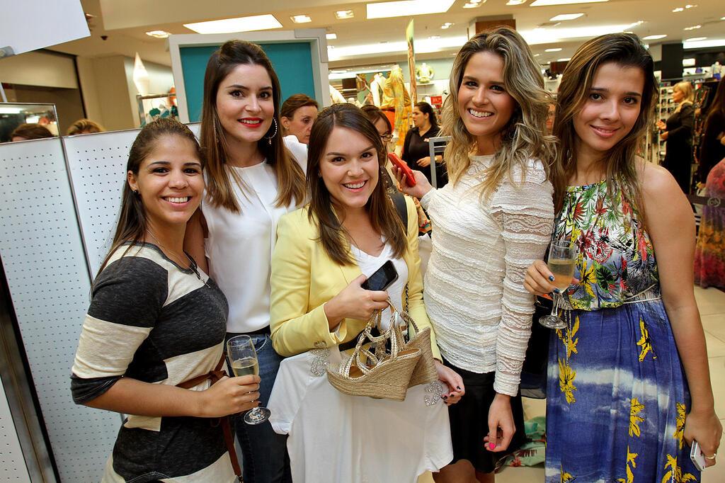Adriana Barra lança coleção pela C&A
