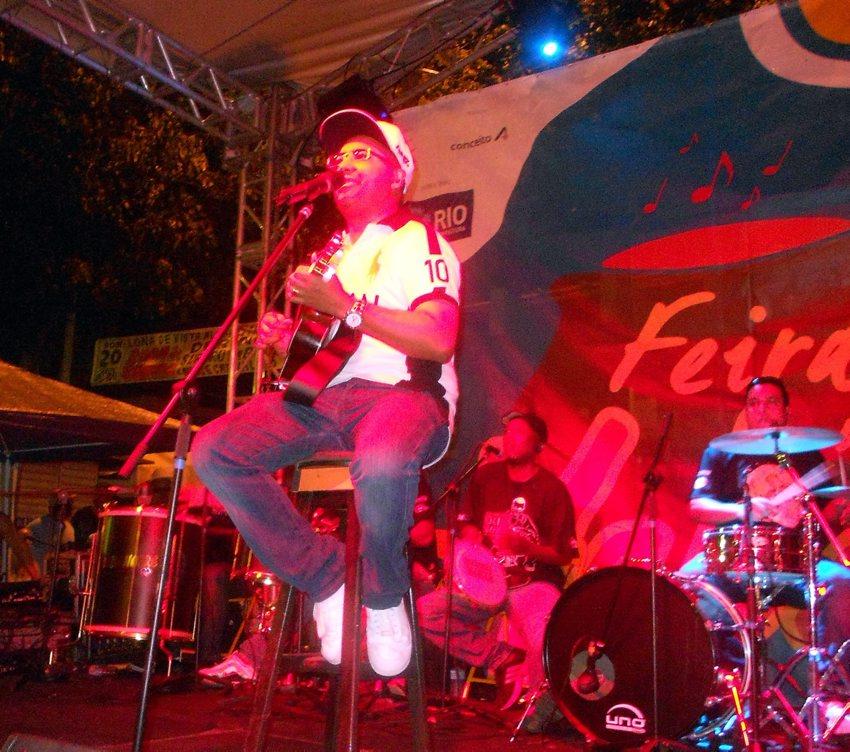 Dudu Nobre faz show na Feira das Yabás