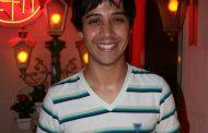 Ator faz dose dupla no teatro carioca