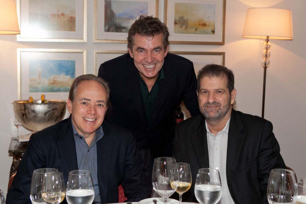 Roberto Migotto recebe convidados no Cipriani