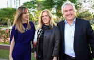 Ana Furtado vai a desfile da Sara Joias no Casa Cor