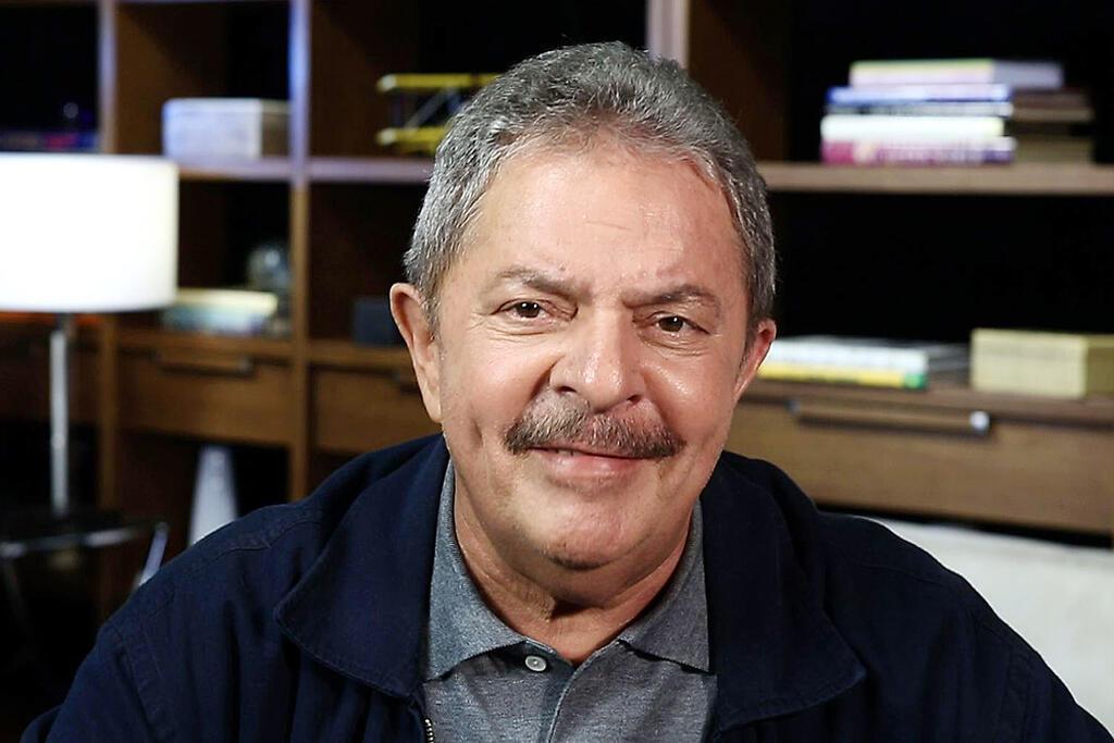 Lula se atrapalha em evento no Rio e critica black blocs