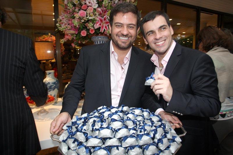 Noivado de Bruno Astuto e Sandro de Barros: um sábado elegante no Alto da Gávea