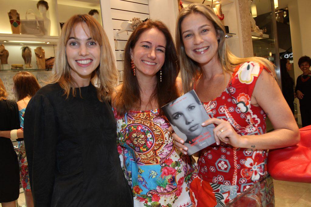 Luana Piovani participa de encontro com Sophie Van Der Stap