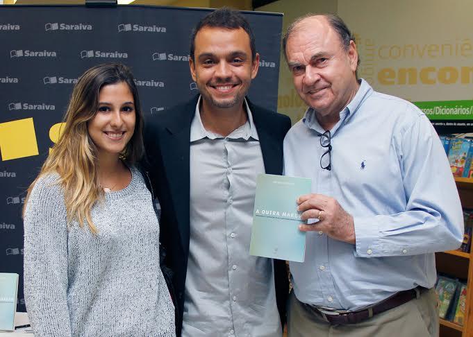 César Maia vai a lançamento com neta