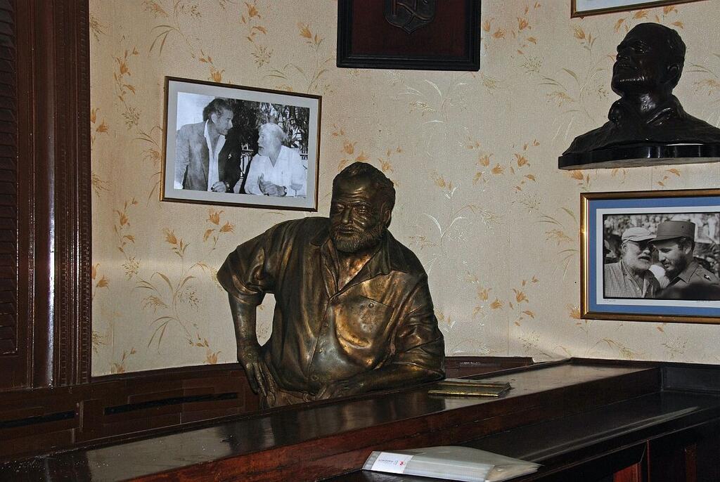 Papa Hemingway imortalizado no balcão do Floridita