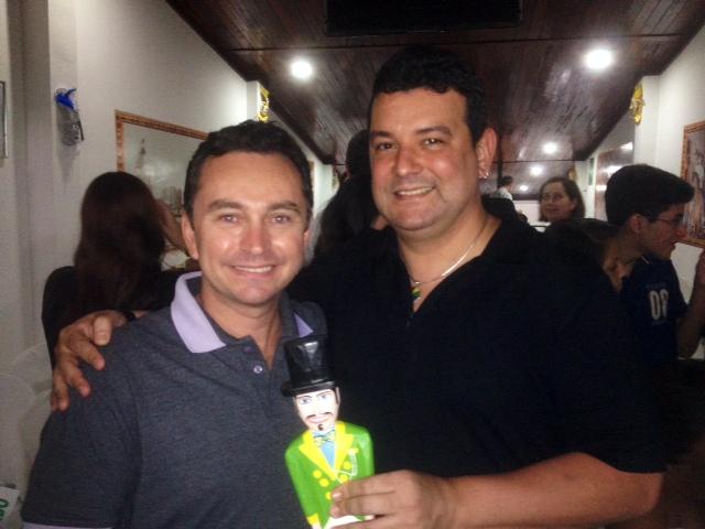 Cantor André Rio é premiado por divulgação da cultura pernambucana