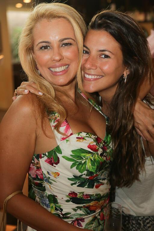 Ariadne Coelho comemora aniversário na Barra