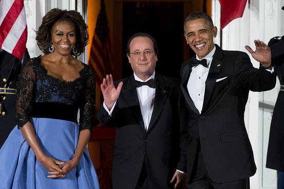 Em clima de bafão, os Obama recebem o presidente François Hollande