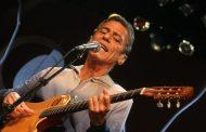 Chico Buarque canta pela Mangueira