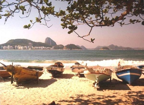 A beleza de cartão postal do Posto 6, praia de Copacabana