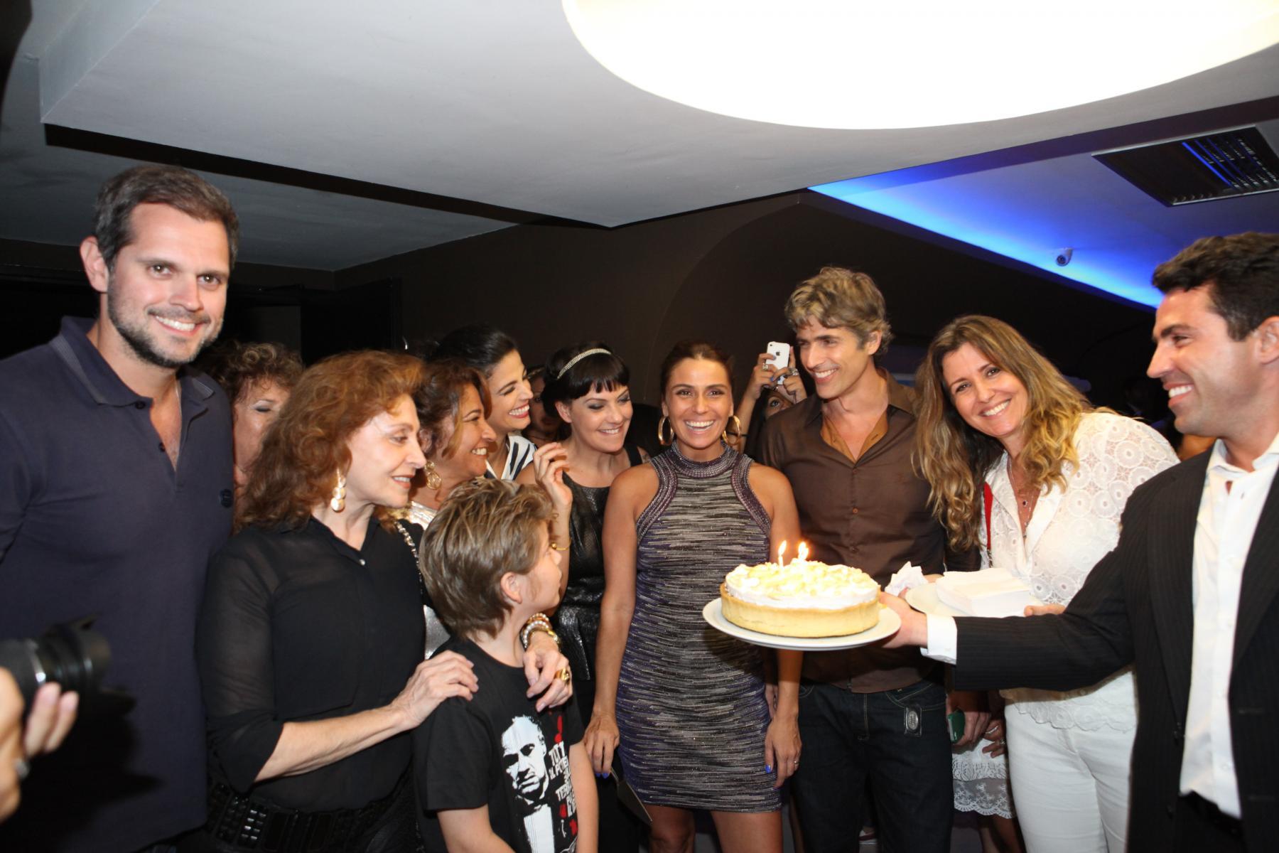 Giovanna Antonelli comemora aniversário em pré-estreia