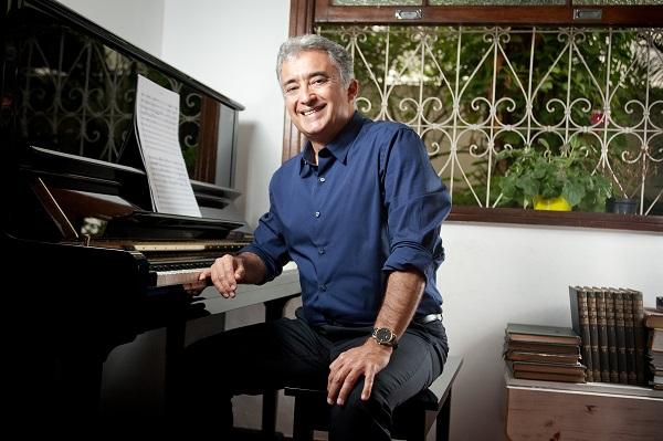 João Guilherme Ripper em rádio francesa