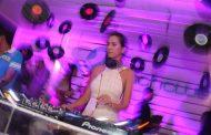 Em Búzios, a festa da DJ Amanda Chang