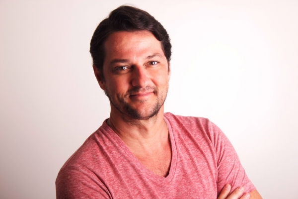 Marcelo Serrado cresce e aparece no 'Fantástico'