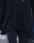 Avril Lavigne com malha, moleton e boot
