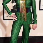 Jane Fonda apostou no macacão verde bandeira brasileira da Balmain