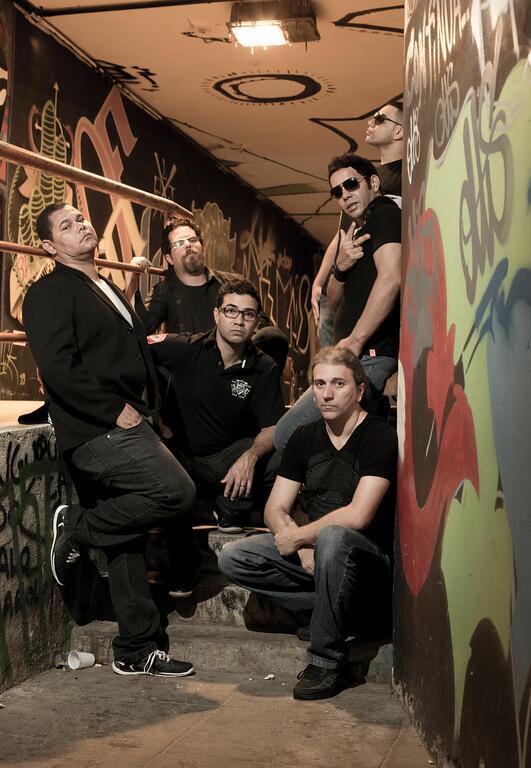 Banda Arte Profana faz show na Pavuna