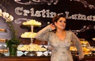 Em clima de boteco chique, Cristina Lamartine comemora 51 anos