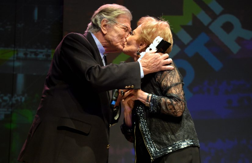 Celebridades prestigiam 9º Prêmio APTR de Teatro