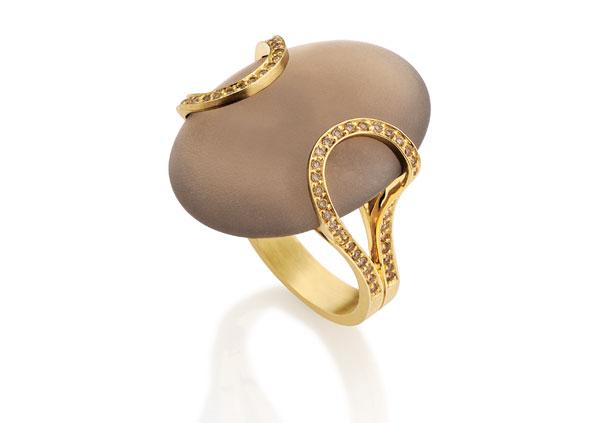 A nova coleção de anéis de Antonio Bernardo renova o imaginário da joia preciosa
