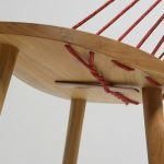 Cadeira 3 pés, corda de fibra de rami no encosto