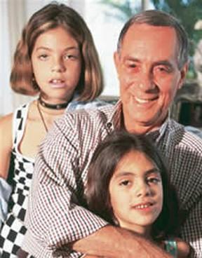 Dias Gomes com as filhas Mayra e Luana