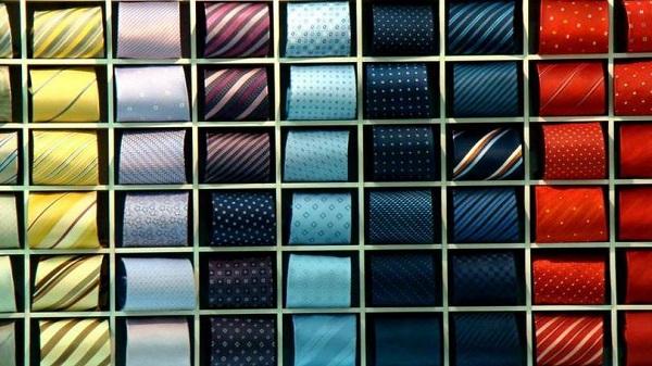 Gravatas da hora: coloridas, bem ao gosto das excelências. Essas aqui são Hermès. As deles também