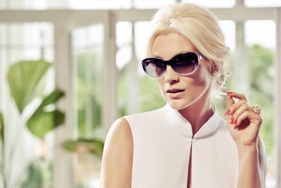 3af3628dba93f Flávia Alessandra é fotografada para marca de óculos   Portal Anna ...