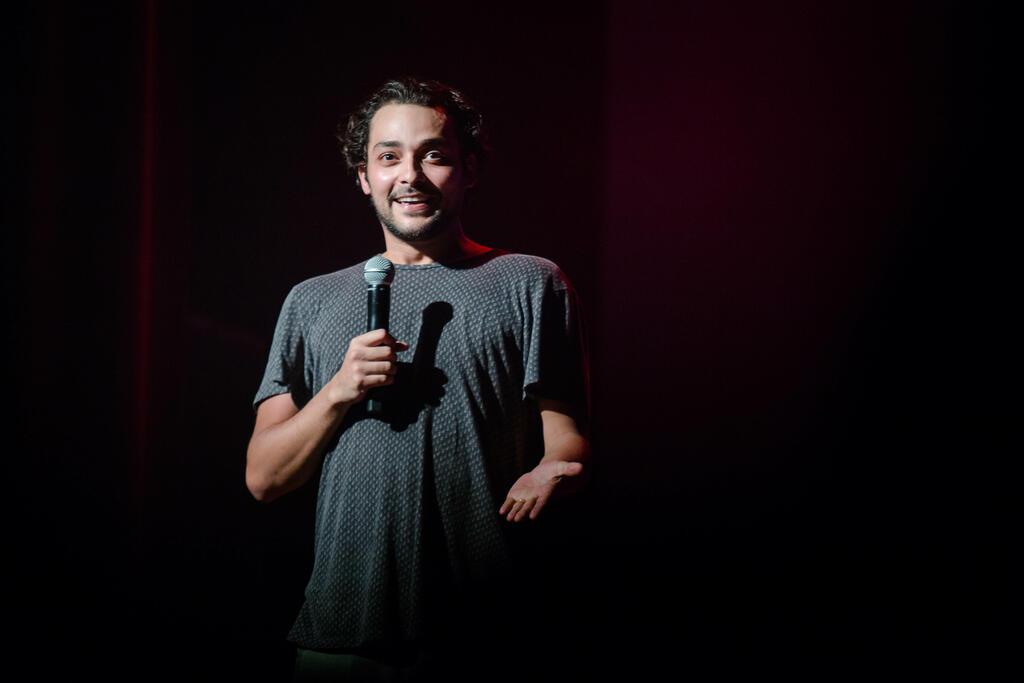 Humorista Eduardo Sterblitch revisita momentos da carreira em espetáculo