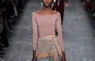 Olhar o novo e desesperador mundo fashion. Desfiles Paris para o outono-inverno 2016-17