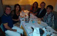 Paulo Barragat homenageia amigas em jantar