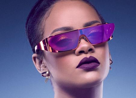 Rihanna assina linha de óculos de sol da Dior