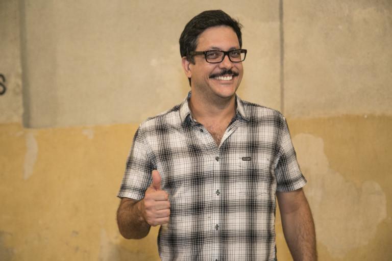 Lúcio Mauro Filho ganhou beijo na boca de Miele no set de 'Elis'