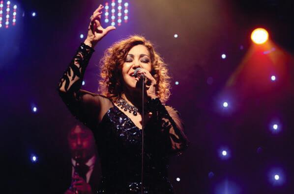 Vânia Bastos bate-papo, planeja DVD e lança CD em São Paulo