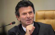 Ministro Luiz Fux lança 2ª edição de livro sobre o novo CPC na Bienal de SP