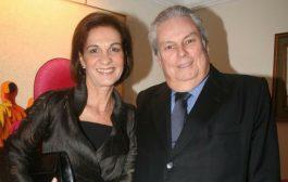 Teresa e Aristoteles Drummond recebem na bela casa de Itaipava
