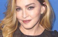Lifting de vampiro, fezes de roxinol, veneno de cobra e outros tratamentos exóticos fazem sucesso entre celebridades internacionais