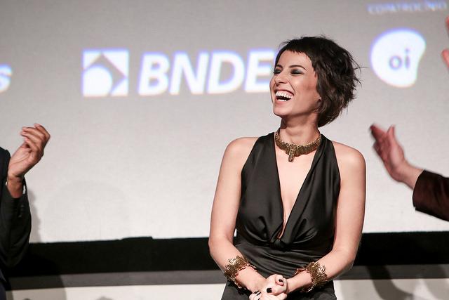 Estreia de 'Elis' no Festival do Rio revela talento de Andreia Horta