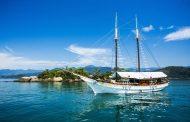 Nas belas águas de Paraty, o Hotel Escuna Sir Francis Drake é opção charmosa
