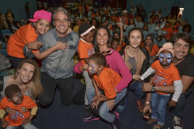 Artistas fazem a festa das crianças no Inca