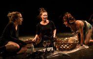 Grupo teatral oferece desde picnic em lancha até nudes em financiamento coletivo