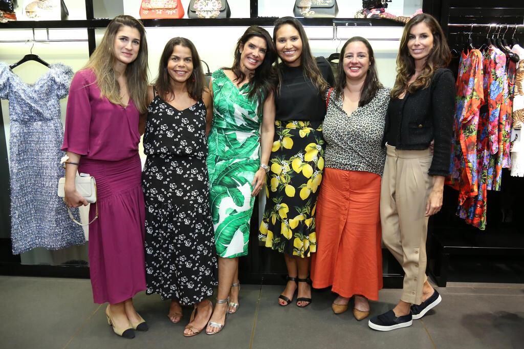 24c2cfaf9264b Vogue Brasil lança edição de novembro no Shopping Leblon   Portal ...