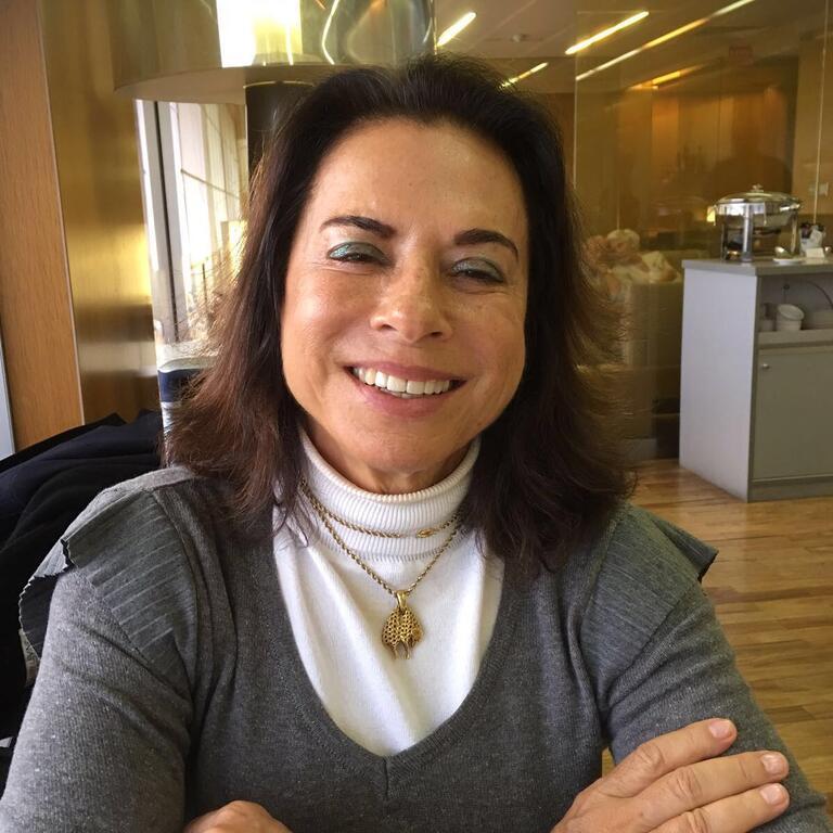 Home Blogs Anna Ramalho Projeto Uerê em livro #615F6C 1200x1200